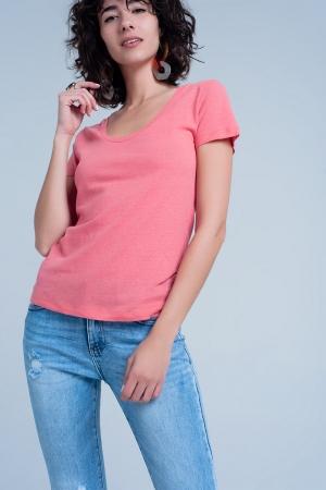 Camiseta coral con cuello ancho