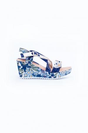 Sandalia de cuña estampado flores azul marino