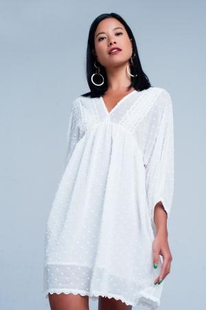 Vestido blanco amplio con aplicación de encaje