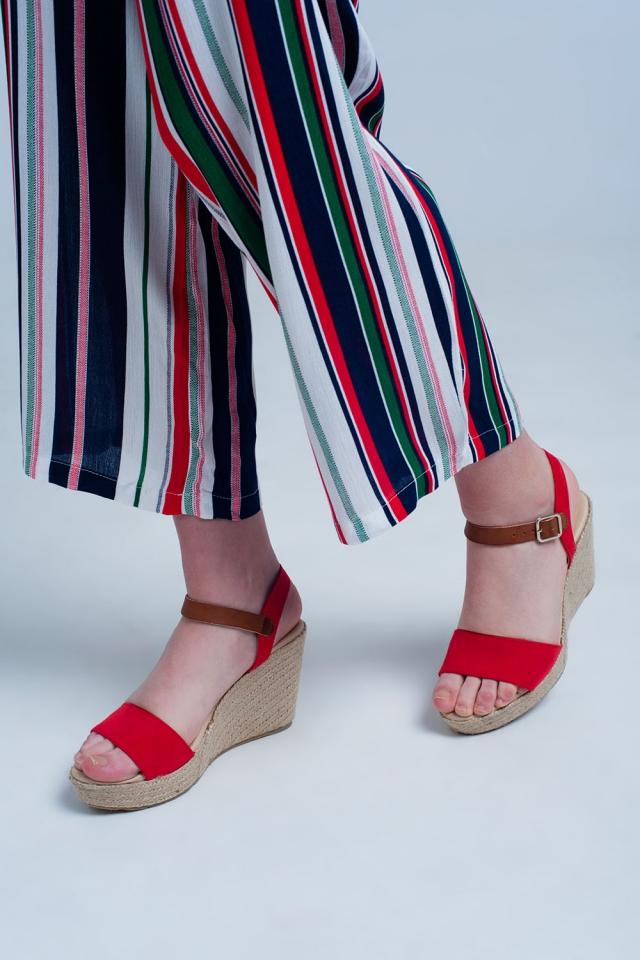 Sandalias tipo alpargatas en rojo con hebilla