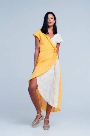 Vestido amarillo midi cruzado con estampado de mezcla de lunares