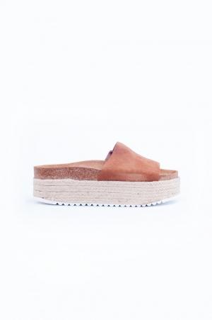 Sandalias de plataforma plana de esparto marron