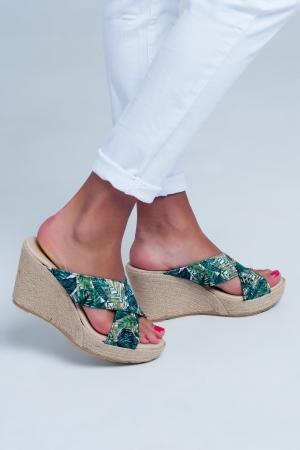 Sandalias con tiras cruzadas con diseño de corte alto en estampado tropical