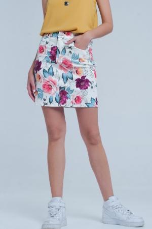 Minifalda blanca ceñida con estampado de flores