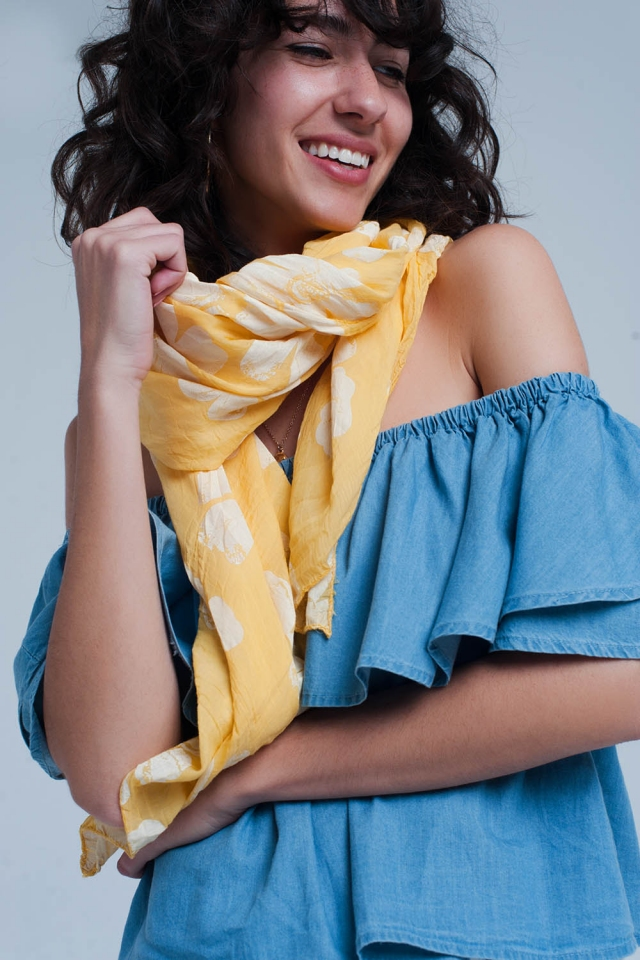 Pañuelo amarilla con estampado floral