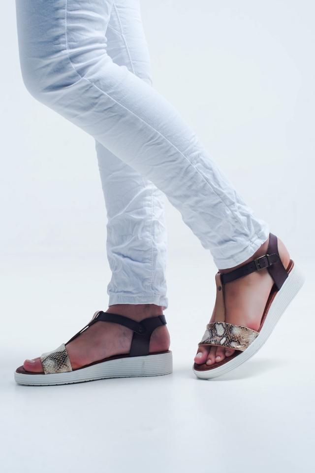Sandalias planas con correa cruzada de serpiente