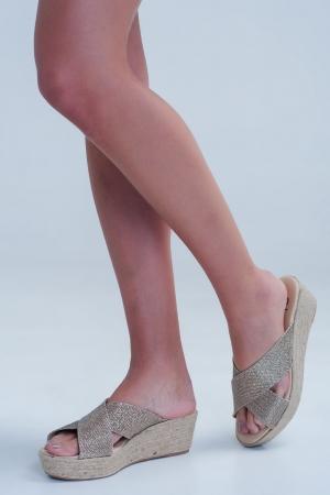 Sandalias con tiras cruzadas con diseño en dorado