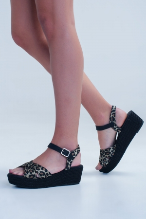Sandalias tipo alpargatas con diseño de leopardo