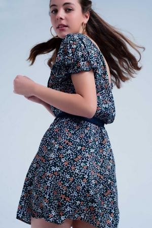 Vestido azul marino con estampado de flores y detalle abierto en la espalda