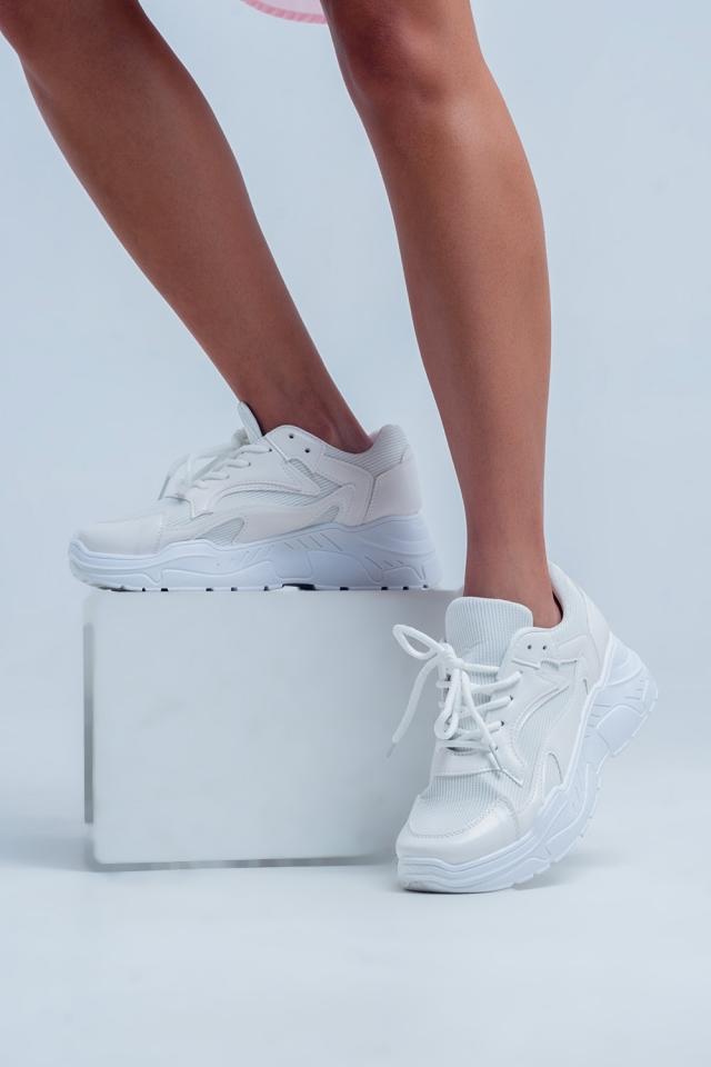 Zapatillas bajas con plataforma plana en blanco