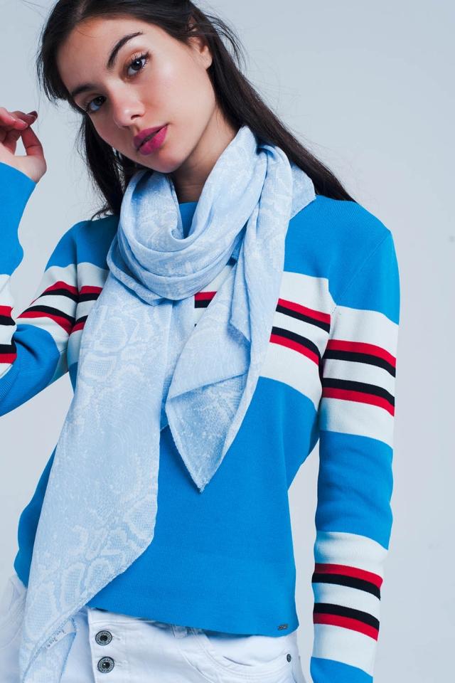 Pañuelo azul con estampado serpientes
