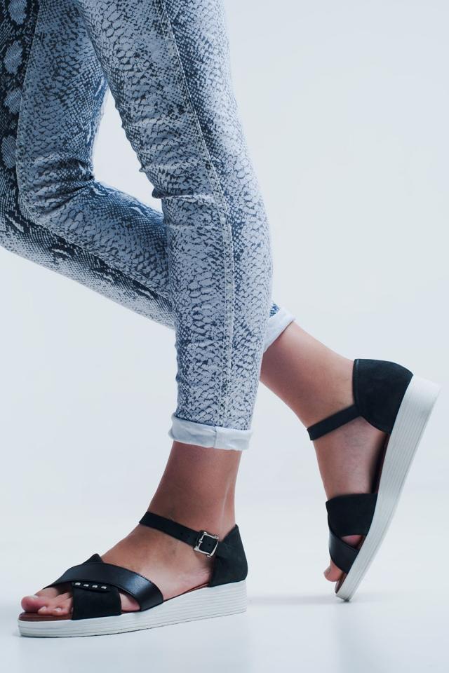 Sandalias planas con talón cerrado color negro
