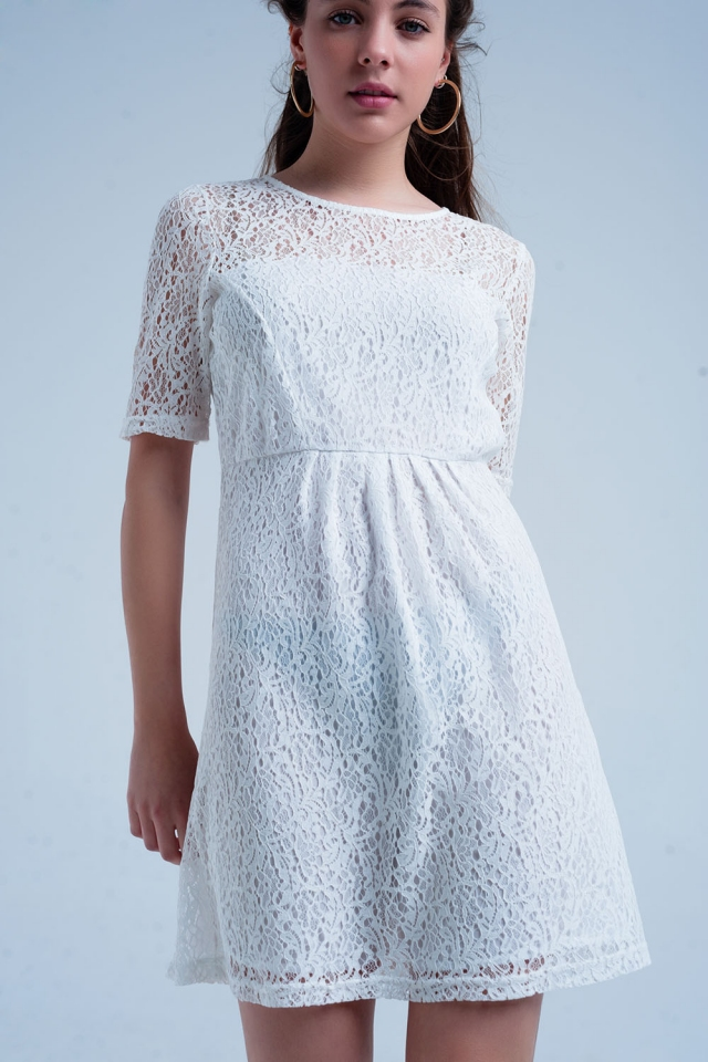 Vestido blanco de encaje manga corta