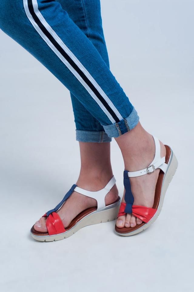 Sandalias con cuña color rojo y azul