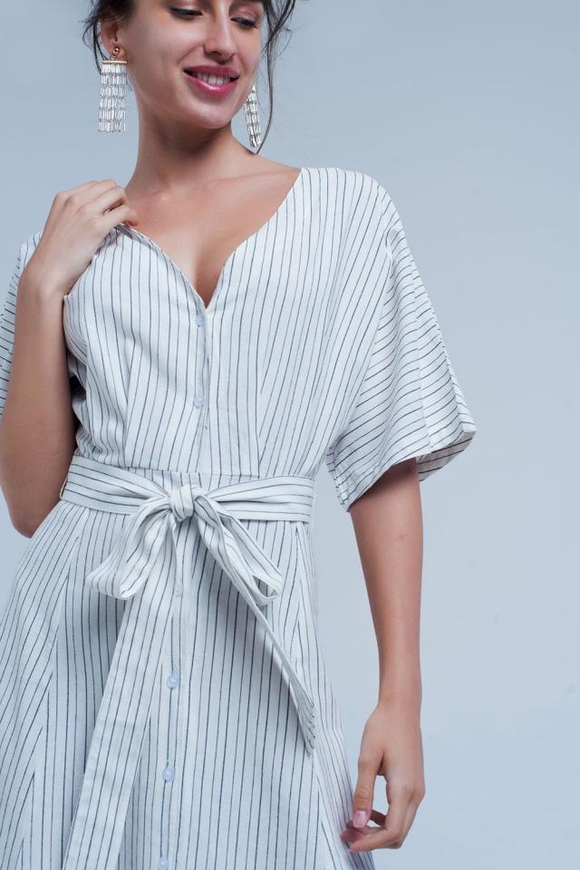 Vestido midi con botones y rayas en blanco