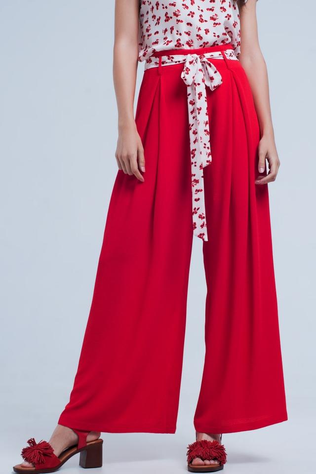 Pantalones rojos plisados de pernera ancha con lazada en la cintura