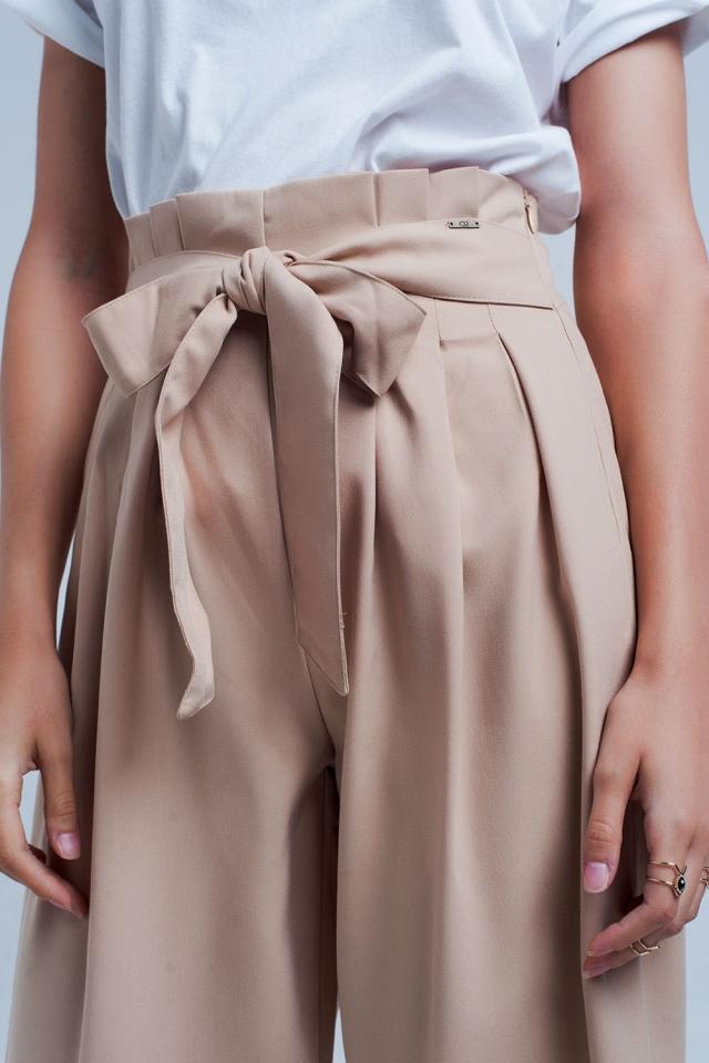 Pantalones beige de pernera ancha con detalle plisado paperbag