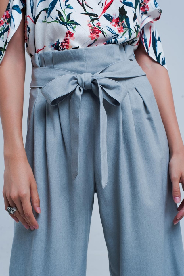 Pantalones gris de pernera ancha con detalle plisado paperbag