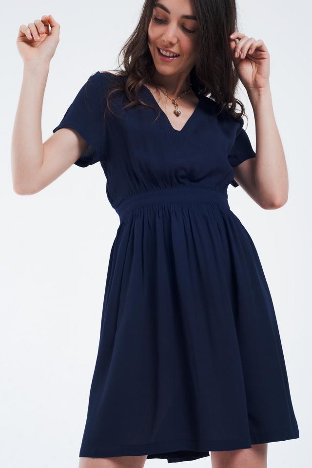 Vestido azul marino mini con vuelo y detalle en los hombros