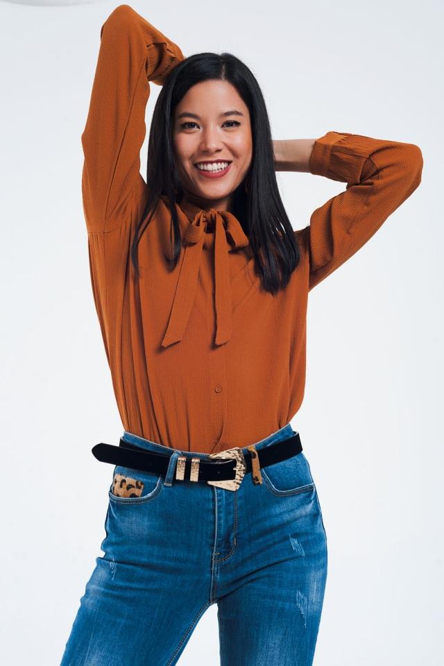Camisa de botones con detalle de encaje en caldera