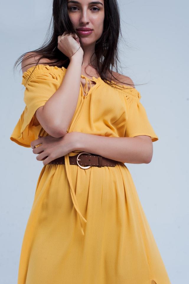 Vestido largo amarillo con abertura