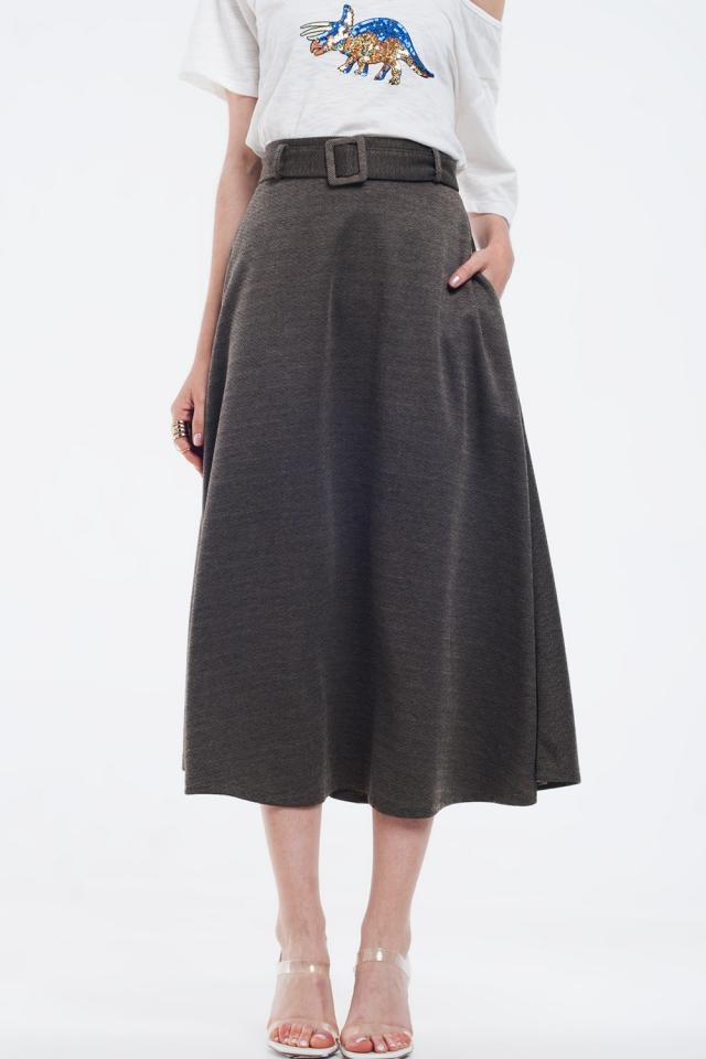 Falda midi marrón con cinturón y bolsillos
