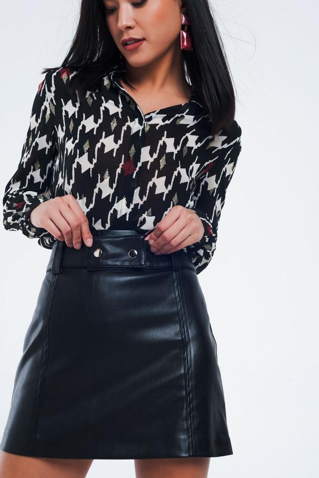 Camisa de corte estándar con estampado geométrico negro