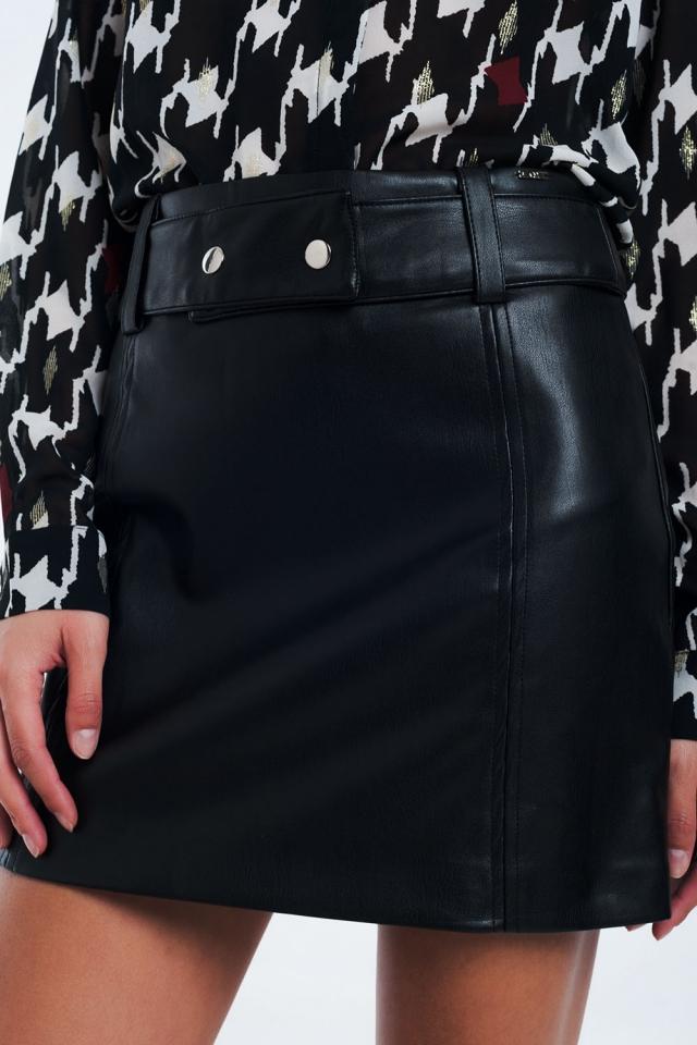 Mini falda negra en piel sintética
