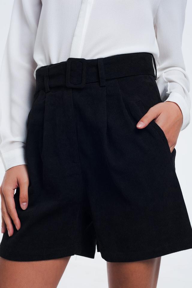 Short acanalado negro con cinturón