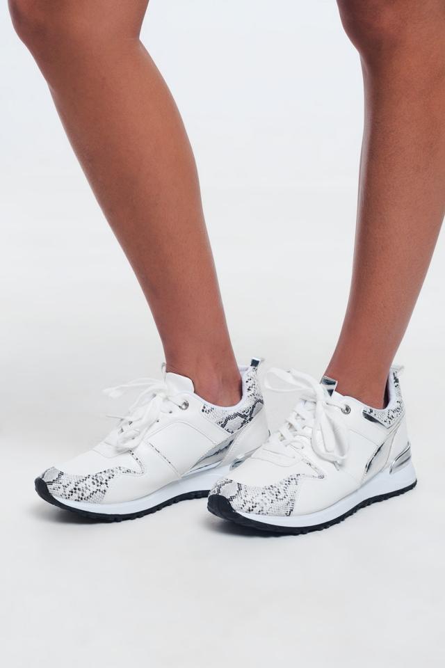 Zapatillas grandes de encaje blanco efecto serpiente.