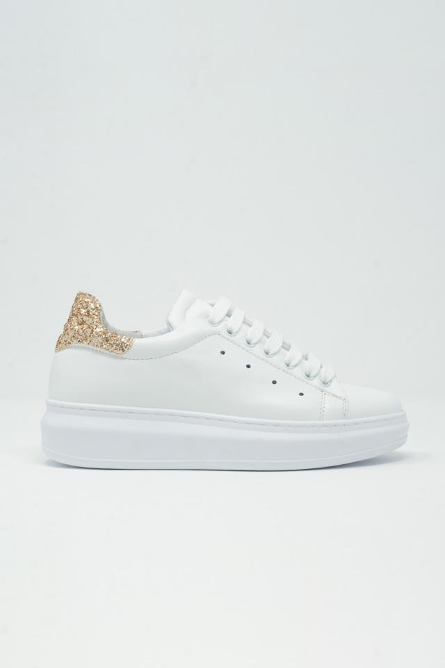 Zapatillas bajas con plataforma y brillantina dorada