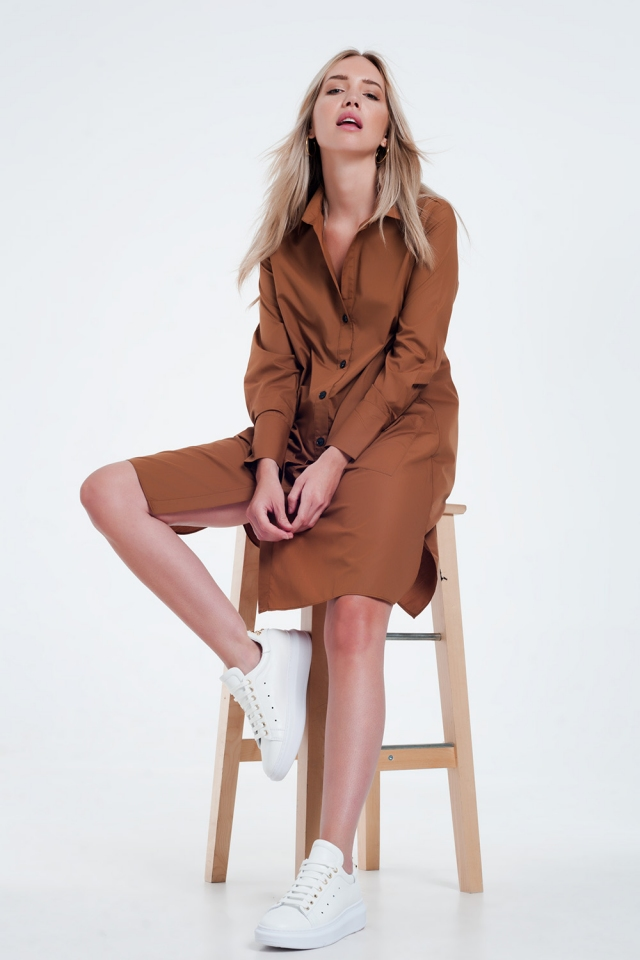 Vestido marron camisero midi con diseño utilitario con bolsillos
