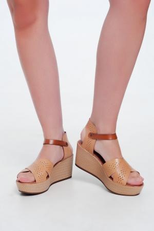 Sandalias estilo alpargata de cuña y cuero beige