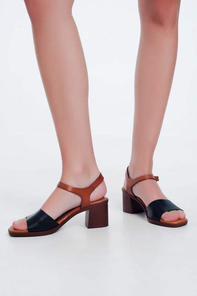 Sandalias de tacón cuadrado anudadas en el tobillo en negro