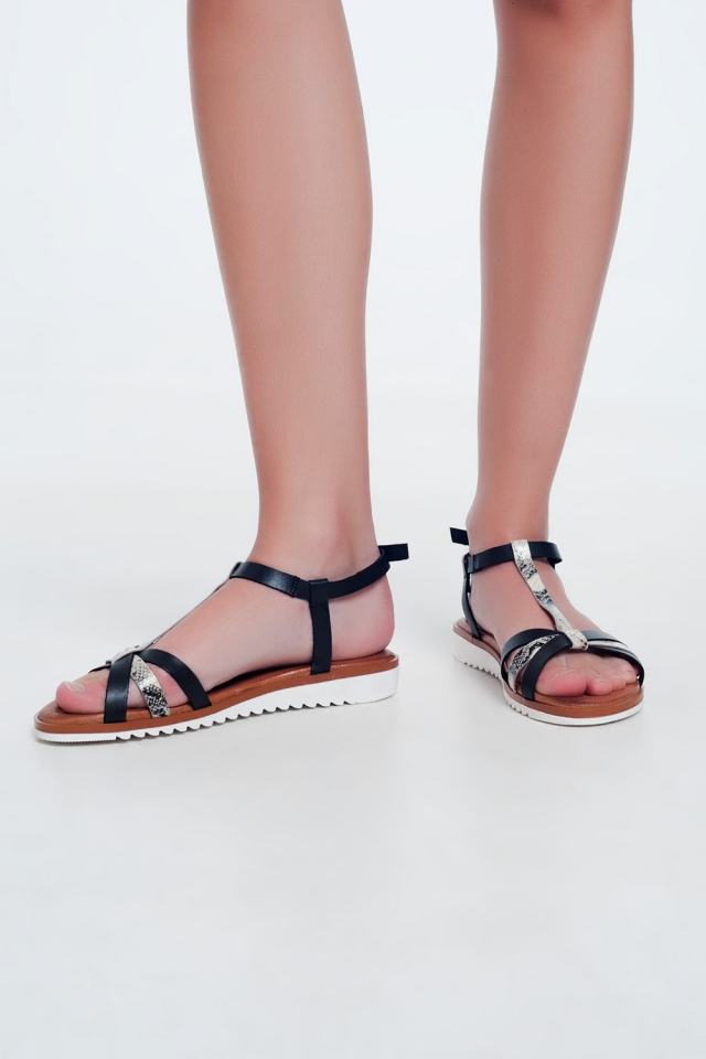 Sandalias a tiras en color negro