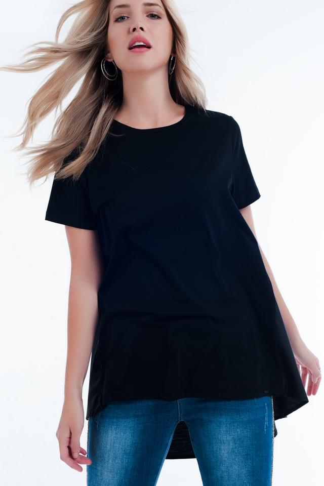 Vestido tipo camiseta en negro