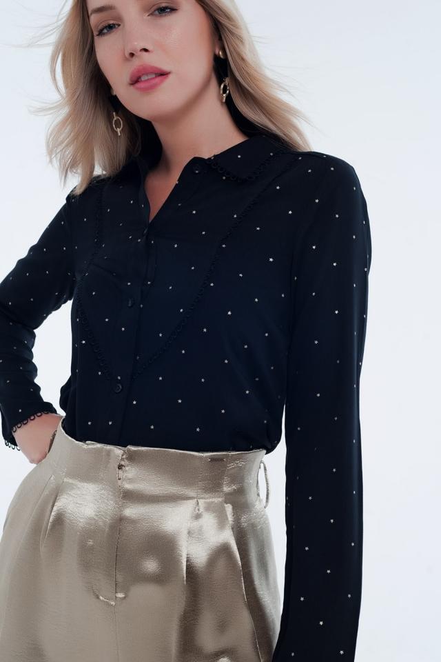 Blusa negra de manga larga con detalle de cuello