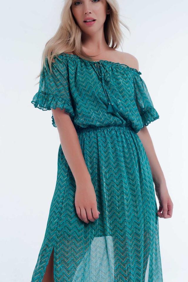 Vestido verde con escote bardot y diseño a capas en estampado de chevron