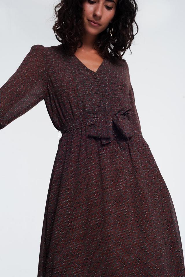 vestido marron de manga larga con botones y cintura fruncida