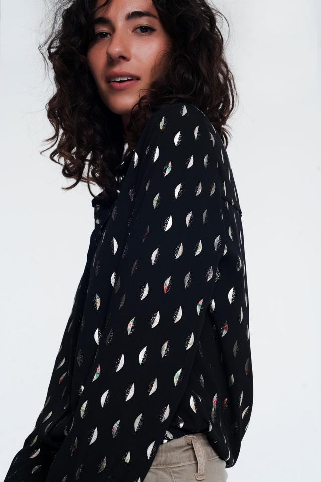 Blusa en negro con estampado metalico