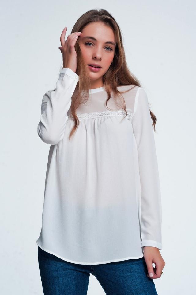 Blusa estilo campesina con detalle de encaje color crema