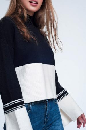 Jersey color negro de cuello alto con detalle de raya en contraste
