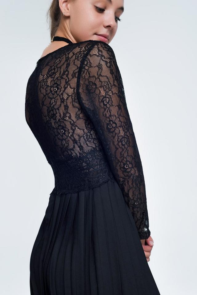 Vestido negro midi de manga larga con cuerpo de encaje y falda plisada
