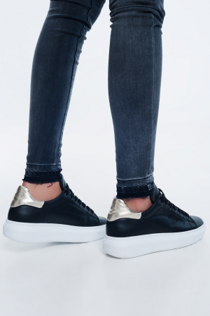 Zapatillas de deporte negras con detalles en dorado