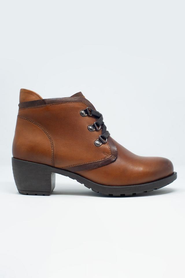Botas de cuero con cordones en marrón