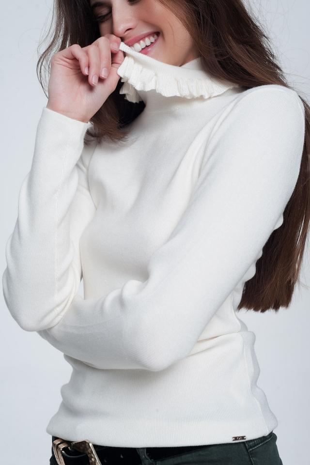 Jersey de corte slim de canalé con detalle de volante en color crema