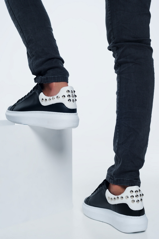Zapatillas negra con tachuelas