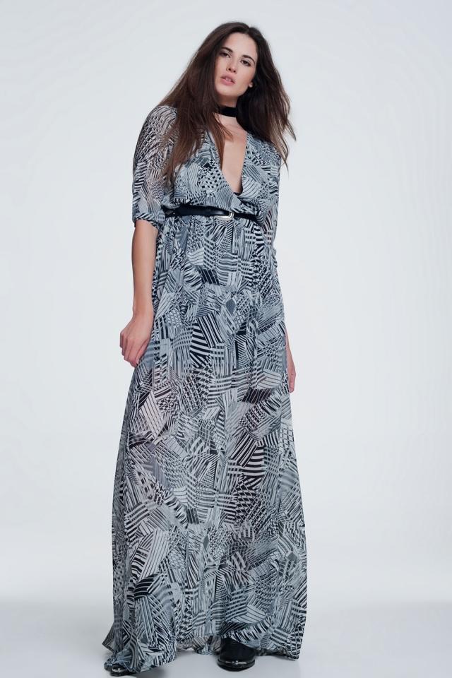 Vestido gris maxi con escote pronunciado y rayas en contraste