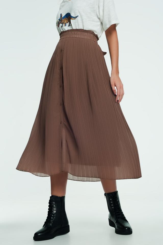 Falda midi con diseño fluido y botón en la parte frontal en color beige