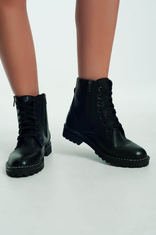Botas militares gruesas de cuero en negro